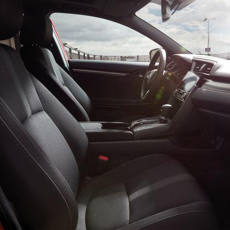 Inquadratura degli interni della Honda Civic.