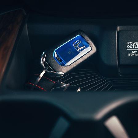Primo piano della chiave dell'Honda CR-V Hybrid.