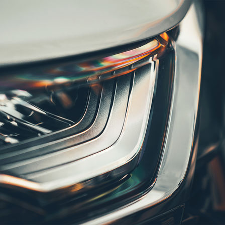 Vista frontale dei fari dell'Honda CR-V Hybrid.