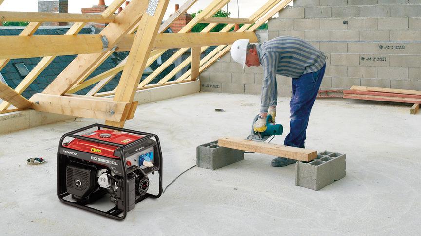 Generatore high-performance utilizzato da un operatore.