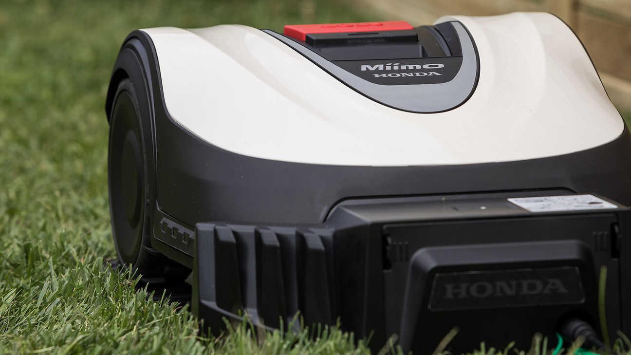 Vista frontale di Honda Miimo posizionato in giardino.