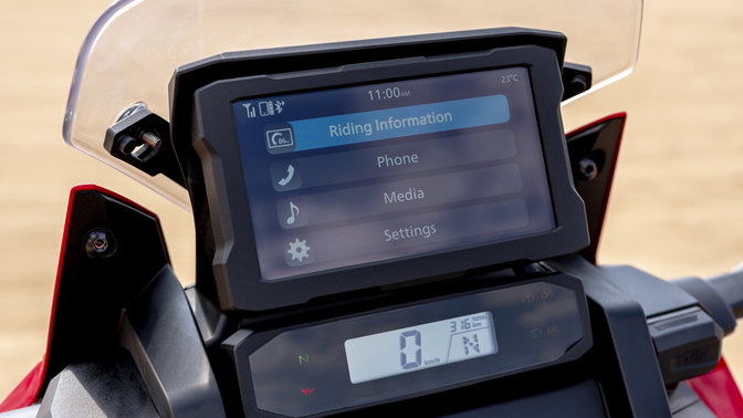 Honda Africa Twin, zoom sul display TFT con Bluetooth