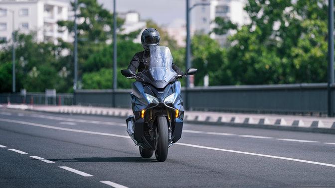 Forza 750, motociclista in viaggio