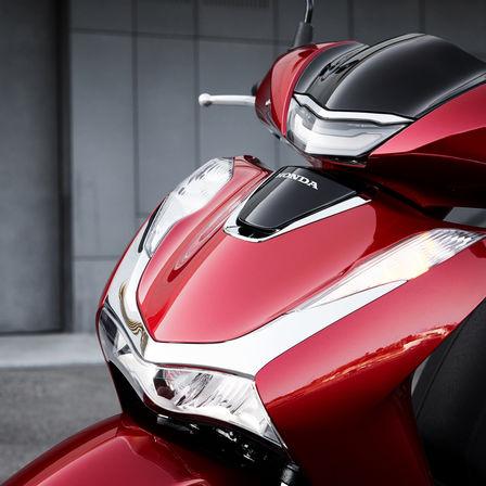 Honda SH150i, vista anteriore, zoom sul faro anteriore