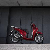 Honda-SH150i, lato destro, parcheggiato
