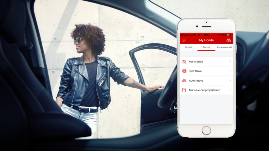 Iphone di lato e l'app My Honda
